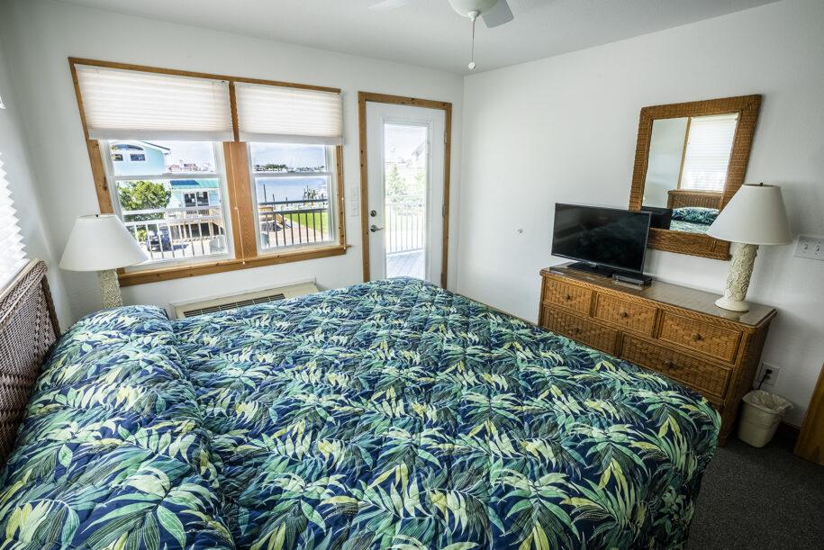 suite 208 bedroom