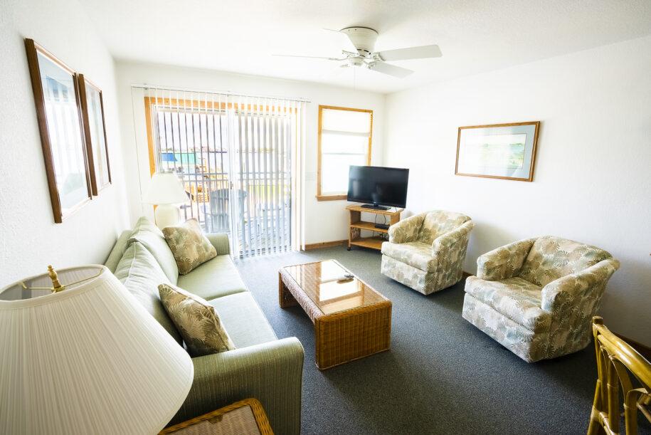 suite 208 living room