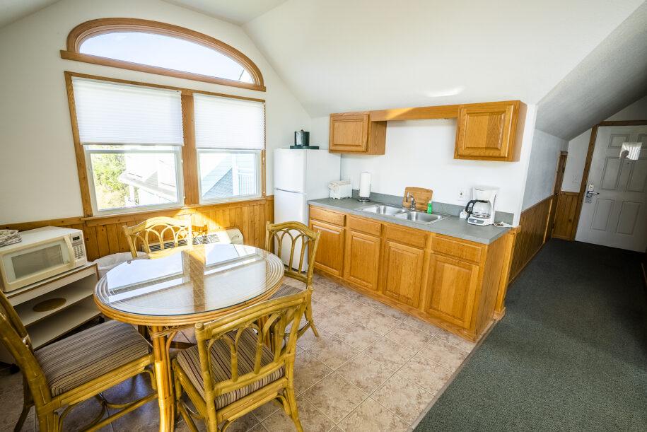 suite 305 kitchen