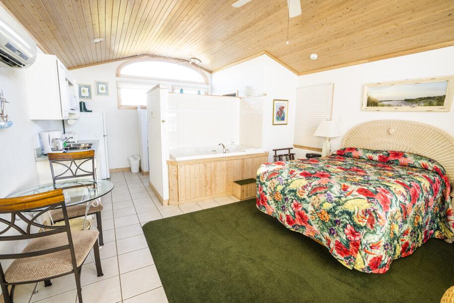 suite 401 interior with bathtub
